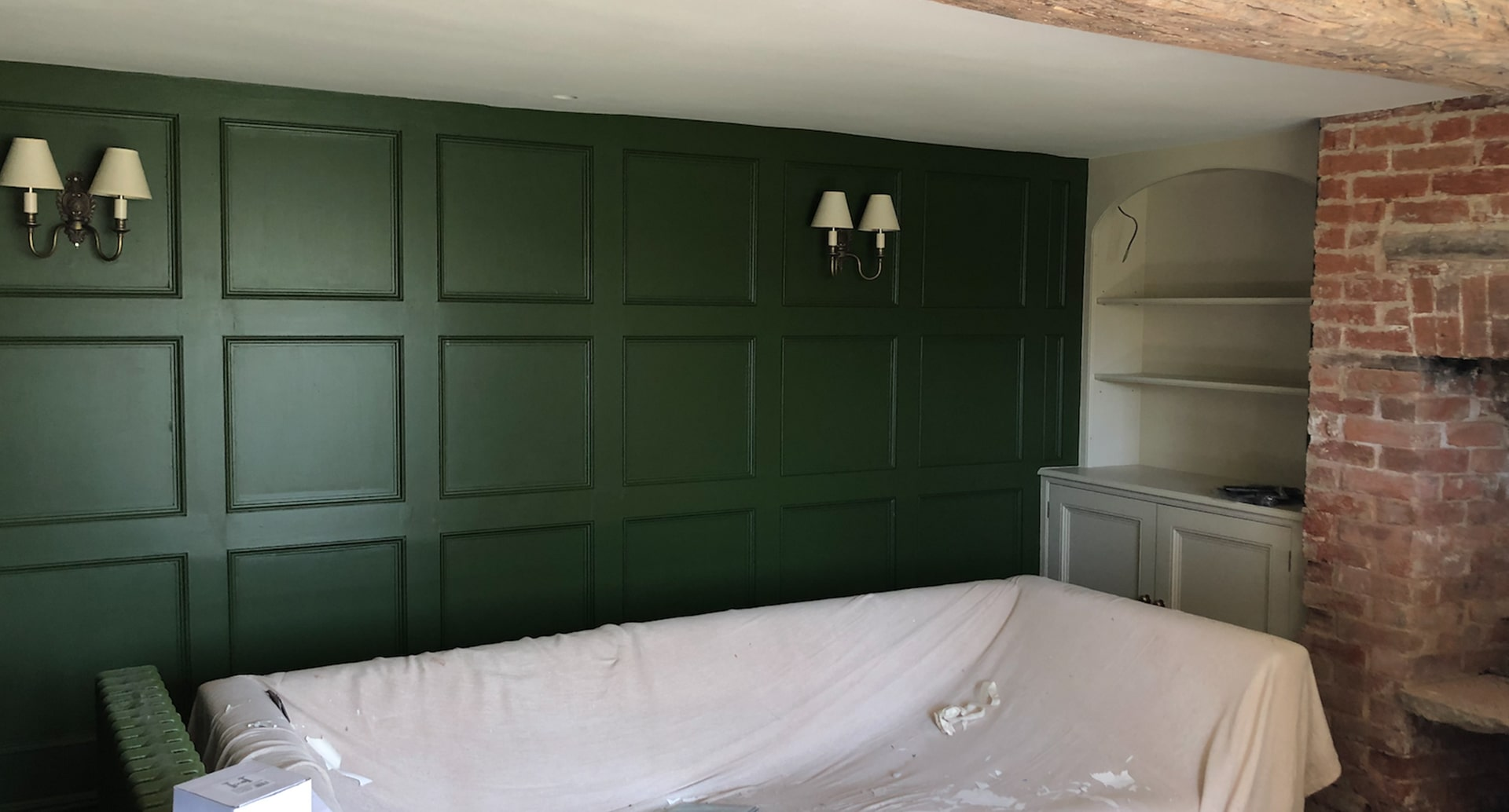 Green wooden panelling